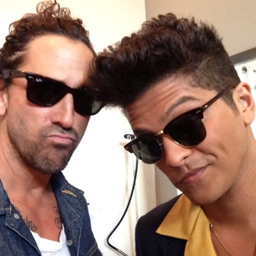 bruno mars haircut long pomp side part celebrity hairstyles for men