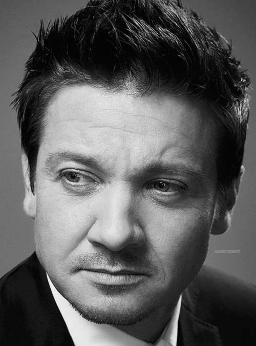 jeremy renner haircut tag